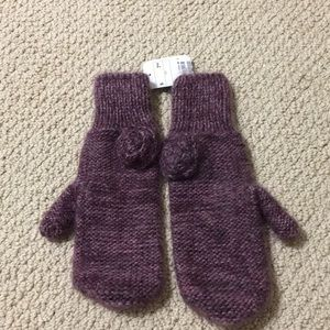 Brand new with tag H&M mitten with flower detail